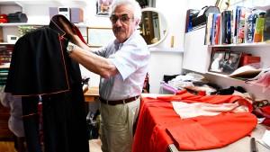 Raniero Mancinelli ist der Designer der Geistlichen