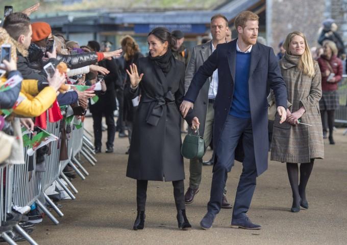 Matrimonio Harry In Tv : Prinz harry und meghan markle begeistert in cardiff empfangen