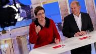 Olaf Scholz und Klara Geywitz bei der TV-Debatte um den SPD-Vorsitz am Montag
