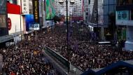 Zehntausende gingen am Sonntag wieder auf die Straßen, um gegen die chinesische Regierung und für mehr Demokratie zu demonstrieren