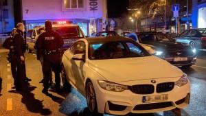 Polizei fahndet nach Audi-Fahrer nach illegalem Autorennen