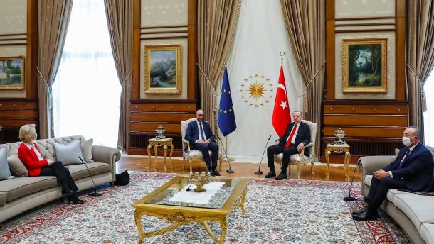 """Türkei beteuert Unschuld nach """"SofaGate""""-Affäre"""