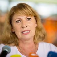 """Petra Köpping (SPD), Integrationsministerin von Sachsen, bei einer Pressekonferenz zur Vorstellung ihres Buches """"Integriert doch erstmal uns!"""""""
