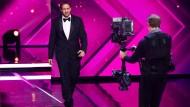 Ludwig Lehner - eigentlich ist er Koch - holt sich als Ryan Gosling die Goldene Kamera ab.