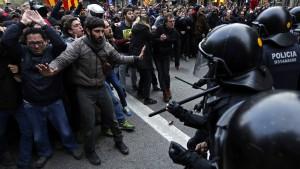 Mehr als hundert Verletzte bei Protesten in Katalonien