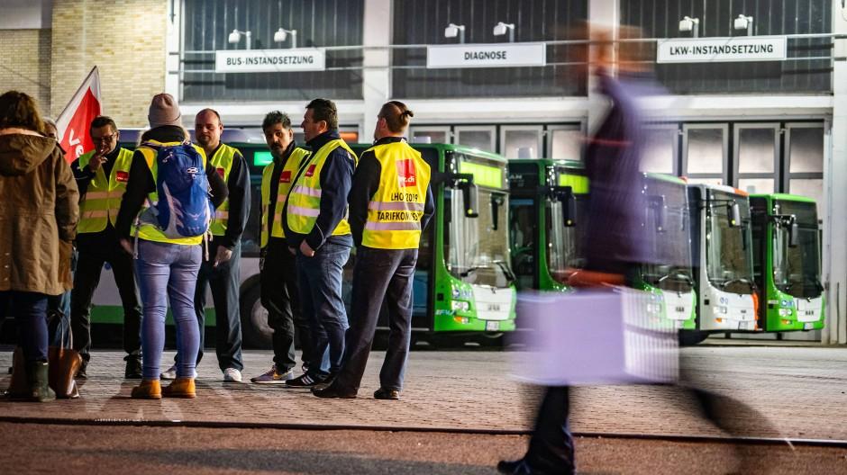 Ausstand: Die Streiks der Busfahrer in Hessen werden am Mittwoch fortgesetzt.