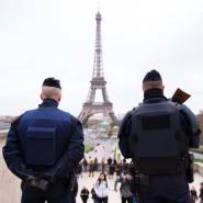 Verstärkte Sicherheitsmaßnahmen vor dem Eiffelturm in Frankreichs Hauptstadt