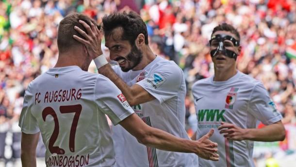 Augsburg zieht am VfB vorbei