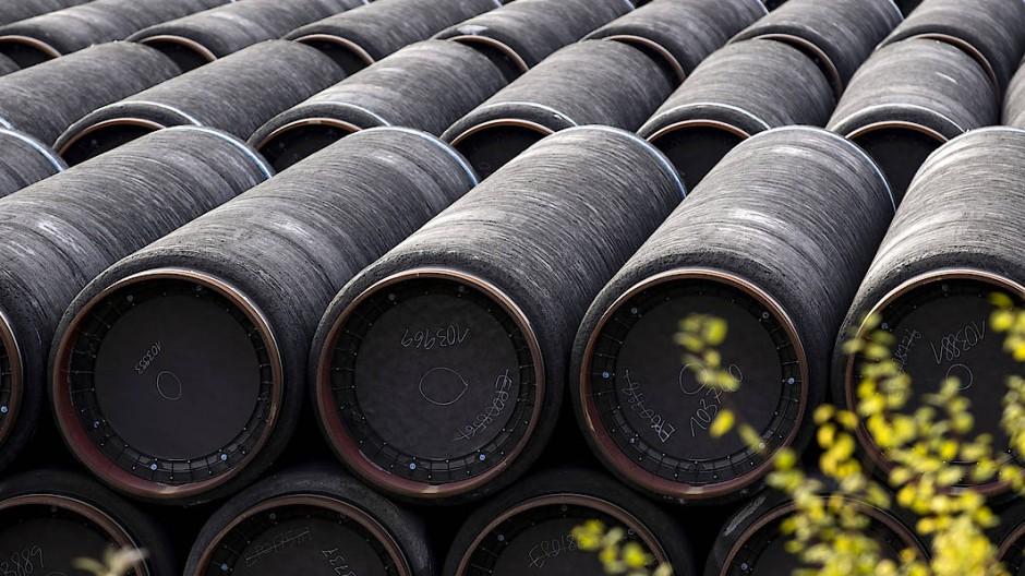 Die Rohre für die Gaspipeline Nord Stream 2 liegen bereit. Doch wegen der Sanktionsdrohungen ruhen zurzeit die Verlegearbeiten.