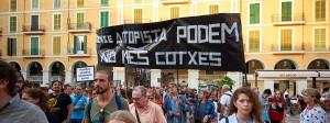 """Unter dem Motto """"Soweit ist es gekommen!"""" demonstrieren über 3000 Malloquiner gegen Massentourismus und private Ferienwohnungen."""