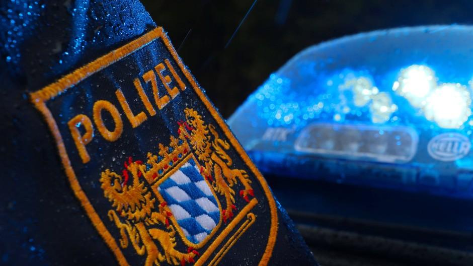 In Fürth musste die Polizei mit einem Großaufgebot zu einer Familienfeier ausrücken.