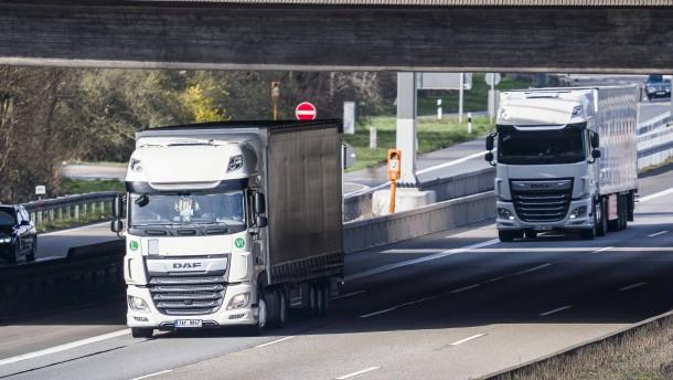 Hessen weitet Überholverbote für Lastwagen aus