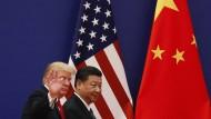 """""""In Amerika kann man sich trotz weit mehr als 300.000 Toten noch nicht einmal darauf einigen, wie wichtig die Corona-Pandemie ist. Aber bei einem ist man sich einig: China ist der Feind"""", sagt Investmentstratege Kim Catechis."""