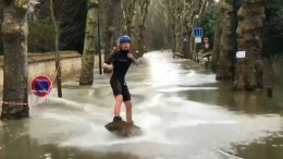 Wassersport auf Pariser Straßen
