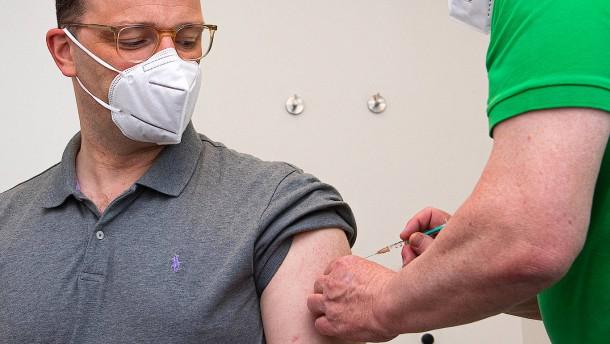 Spahn mit AstraZeneca-Vakzin geimpft