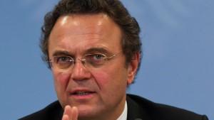 Innenminister Friedrich will Zentralregister für Neonazis