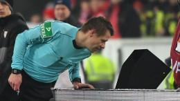Videobeweis auch bei Fußball-WM in Russland