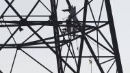 Trümmerteile eines Kleinflugzeuges in Melle (Niedersachsen) im Mast einer Windkraftanlage.