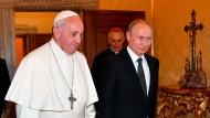 Bedächtig: Papst Franziskus und der russische Präsident Wladimir Putin am Donnerstag im Vatikan.