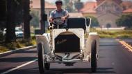 Im Tal verschnaufen: Der Mercedes Simplex aus dem Jahr 1902 war seiner Zeit weit voraus und das erste moderne Auto.