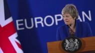 Theresa May in der Nacht von Mittwoch auf Donnerstag bei einer Pressekonferenz in Brüssel