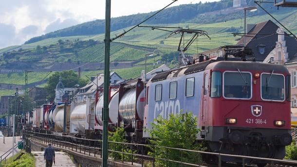 Streit um Bahnlärm im Rheingau trotz neuen Schallschutzes