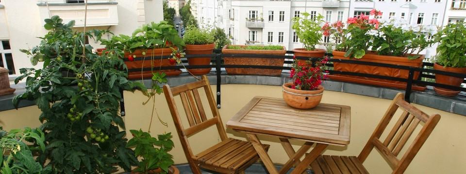 verbraucher tipp so kommt der fr hling auf den balkon. Black Bedroom Furniture Sets. Home Design Ideas