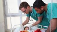 Hilfe für die Kleinsten: Der Wächtersbacher Kinderarzt Christoph Höhn in einer Krankenstation im irakischen Mossul.