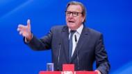 Schröder wirft Medien Wahlkampfhilfe für Merkel vor