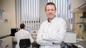 Stammzellforschung und Tissue Engineering. In dem Forschungslabor von Prof. Ulrich Martin  werden aus Stammzellen künstliche Herzen und Lungengewebe hergestellt.