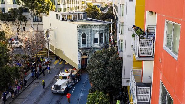 140 Jahre alte Villa in San Francisco umgezogen
