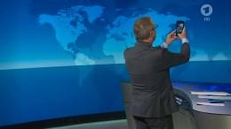 """Tagesschau""-Sprecher macht Selfie am Ende der Sendung"