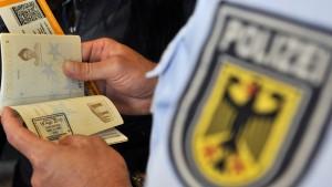Sicherheitsbehörden verhängen Einreisesperre für Sami A.