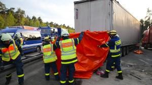 Mutter und drei Kinder sterben bei schwerem Autounfall