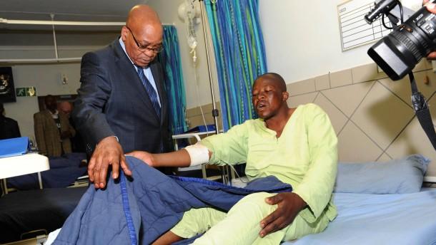 Zuma besucht Verletzten