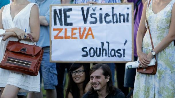 Prags Regierung sucht Rückhalt