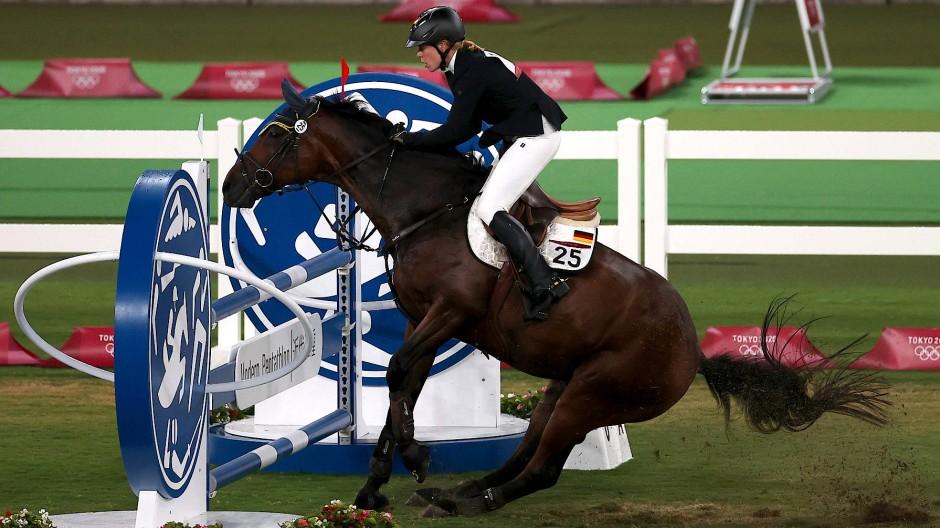 Annika Schleu während des Reit-Wettbewerbs im Fünfkampf bei den Olympischen Spielen in Tokio