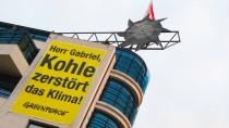 Greenpeace-Aktion an diesem Montag am Willy-Brandt-Haus in Berlin
