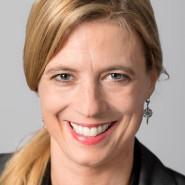 """Sandra Kegel - Portraitaufnahme für das Blaue Buch """"Die Redaktion stellt sich vor"""" der Frankfurter Allgemeinen Zeitung."""