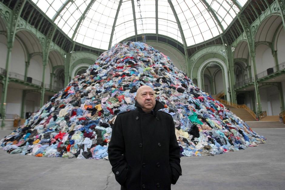 Christian Boltanski vor seiner Installation bei der Monumenta 2010