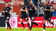 Nürnbergs Torschütze Georg Margreitter jubelt nach seinem Treffer zur 2:0 Führung.