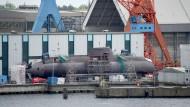 """Das deutsche U-Boot """"U 31"""" liegt am 24.05.2017 in Kiel(Schleswig-Holstein) auf dem Gelände der Werft """"Thyssen Krupp Maribe Systems (TKMS)."""