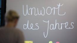"Unwörter 2020: ""Rückführungspatenschaft"" und ""Corona-Diktatur"""