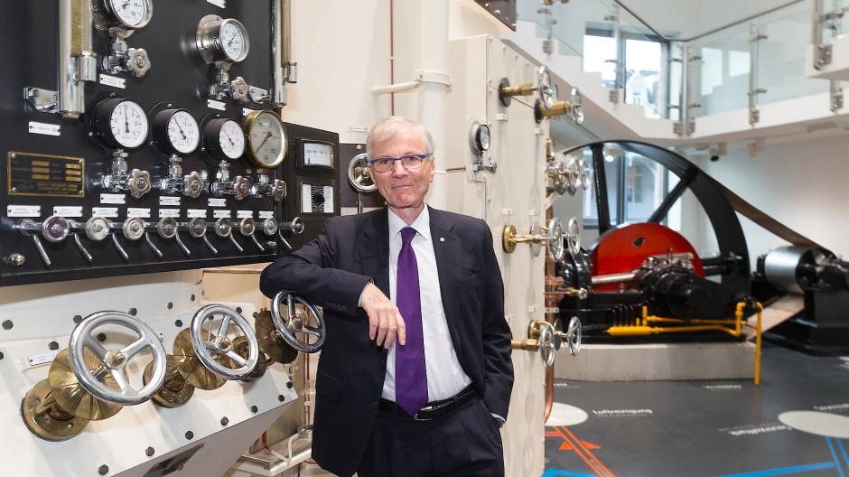 Gasmann: Stefan Messer im Firmenmuseum in Bad Soden.