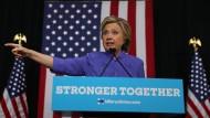 Ihr Vorsprung in den Umfragen schmilzt: Hillary Clinton auf einer Wahlkampfveranstaltung am Sonntag in Wilton Manors.