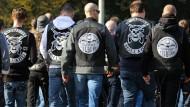 """Mitglieder der niederländischen Rockervereinigung """"No Surrender - Holland"""" kommen am Donnerstag in Herten an."""