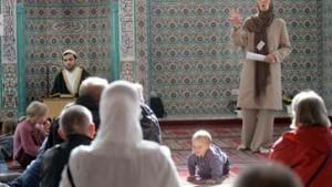 Muslime beklagen Ausgrenzung und Mißtrauen