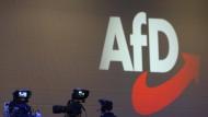 Bei der Spende handelt es sich um 130.000 Euro, die 2017 in mehreren Tranchen auf das Konto des Kreisverbandes der AfD-Fraktionsvorsitzenden Alice Weidel geflossen waren.