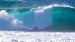 Surfer bezwingen 15 Meter hohe Wellen