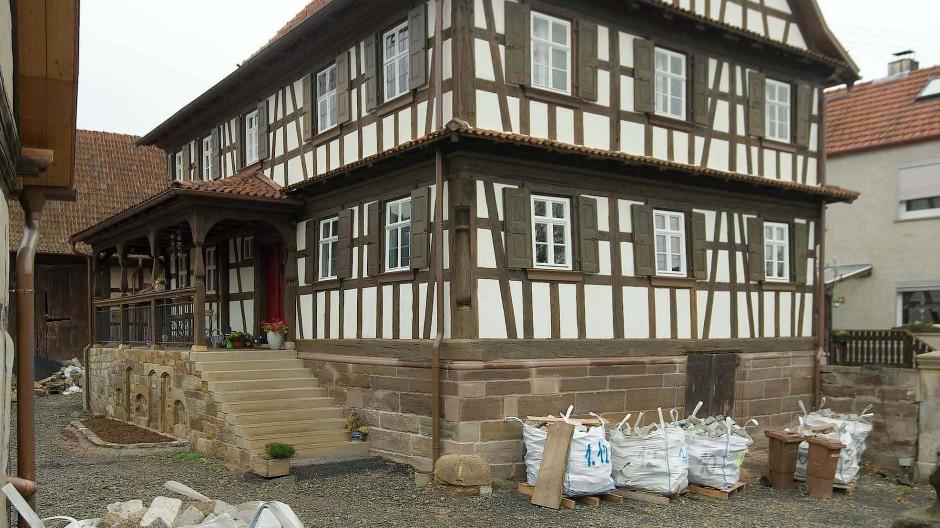 Ort mit Seele: Ein frisch restaurierter Fachwerkhof im fränkischen Rügheim.